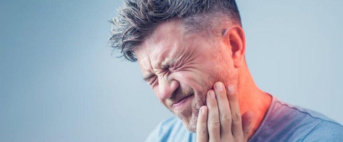 man-suffering-toothache-dental-decay-τερηδόνα-πονόδοντος-oqwjjem96evyuyizacmttwj5gry79kzjhx8lwso5u0